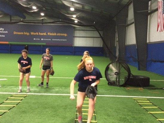 lady-mustangs-16U-training-medium